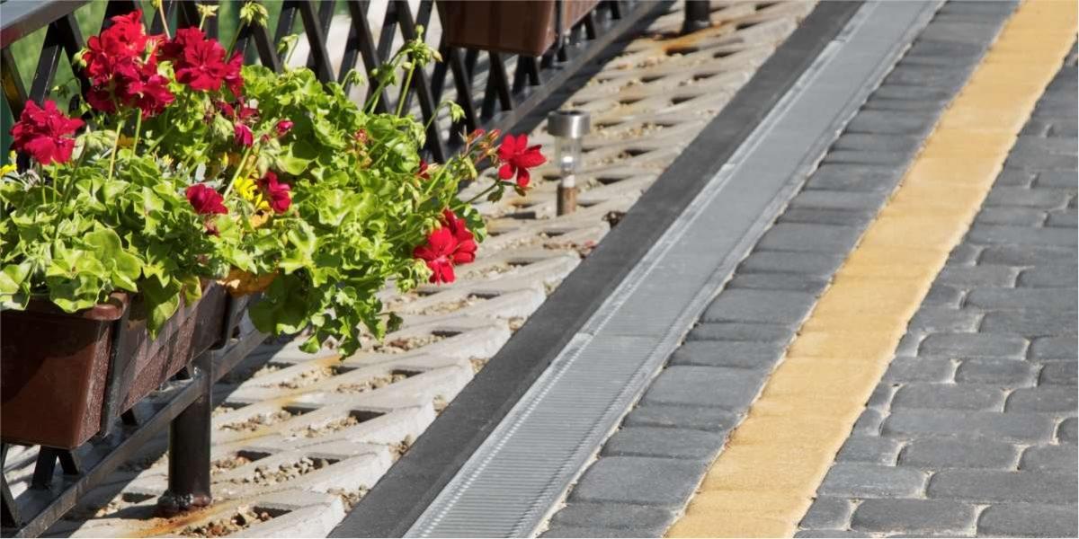 Zahradní obrubník - barva šedá